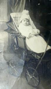 малыш, которому вскоре суждено стать сиротой